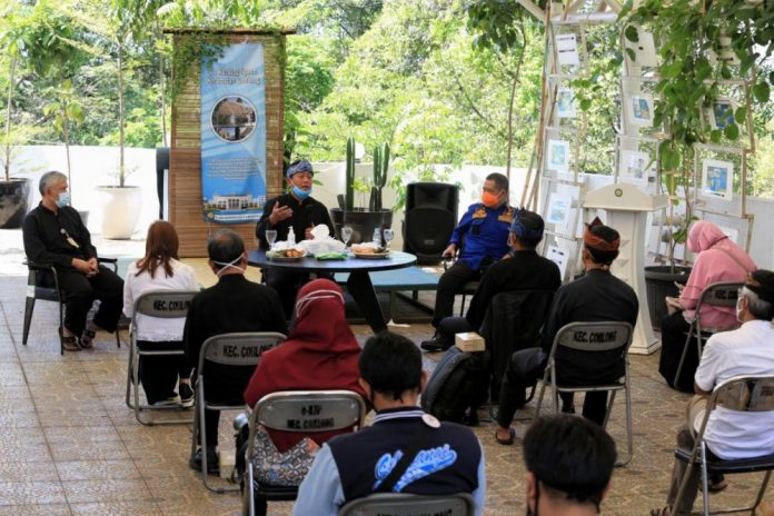 Foto : Sekda Kota Bandung, Ema Sumarna saat melakukan monitoring penanganan Covid-19 di Kecamatan Coblong, Kamis, 11 Februari 2021. Foto : Humas Bandung