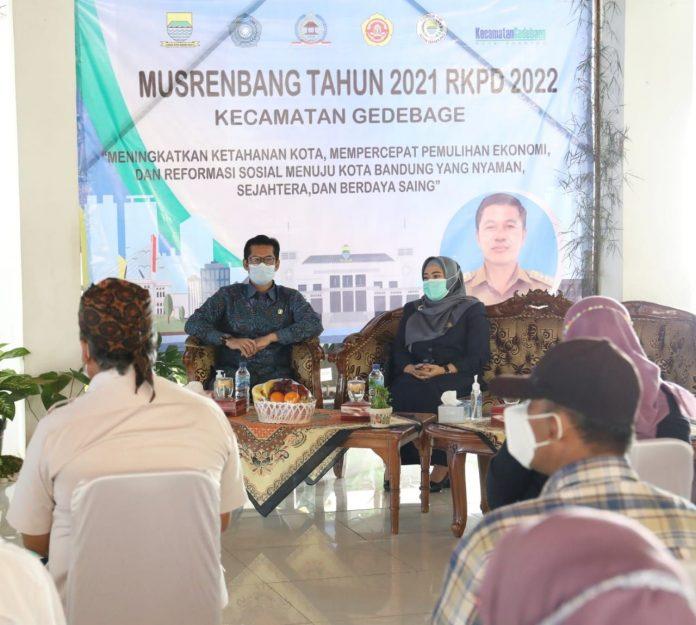 Dewan Perwakilan Rakyat Daerah (DPRD) Kota Bandung menghadiri kegiatan Musyawarah Rencana Pengembangan (Musrenbang) tingkat Kecamatan Gedebage Tahun 2021, di Pendopo Kecamatan Gedebage, Kamis (11/2/2021). Foto : Humas DPRD Kota Bandung