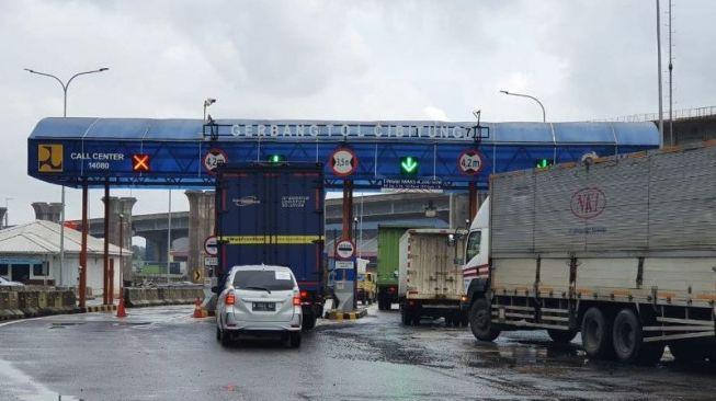 Kondisi di Gerbang Tol Cibitung 7 Jalan Tol Jakarta-Cikampek, Sabtu (20/2/2021). ANTARA/Dokumentasi PT Jasa Marga