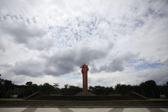 MONUMEN Bandung Lautan Api yang berada di Lapangan Tegallega, Bandung.*
