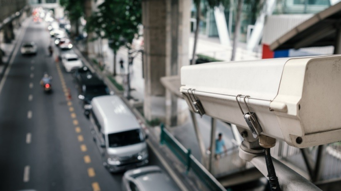 Kamera pengawas atau CCTV sistem Electronic Traffic Law Enforcement (ETLE)
