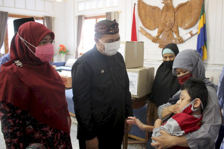 Wali Kota Bandung, Oded Muhammad Danial dan Istri