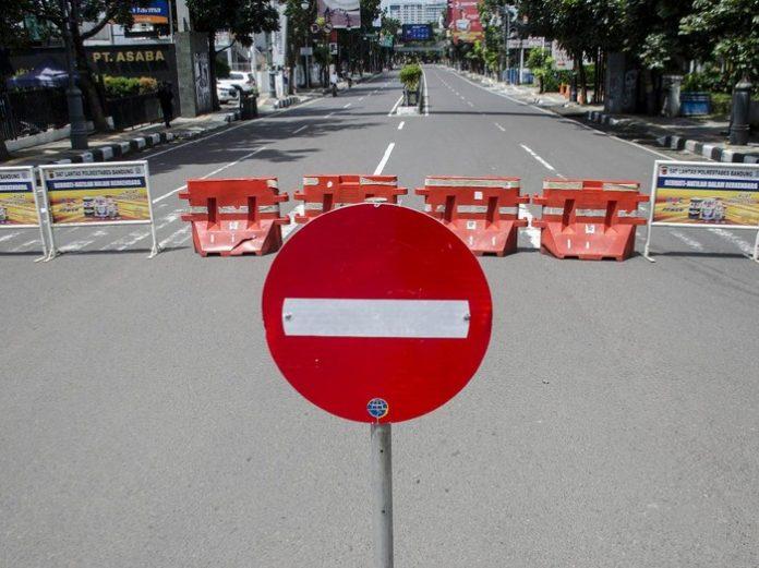 Foto: Penutupan jalan di Kota Bandung (ANTARA FOTO)