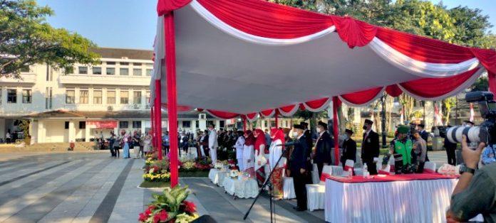 Upacara Hari Ulang Tahun Ke-76 Kemerdekaan Republik Indonesia Tahun 2021 di Pendopo Kota Bandung, Selasa (17/08/2021).